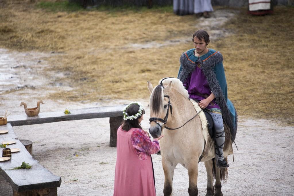 Helga (Jenny T. Nyland) og Leiv Rodmarson (Martin Yndestad)