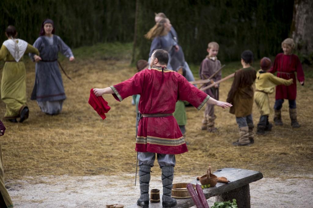 """""""Ikkje meir dansing før eg har funne den fagraste jenta i fjorden!"""""""